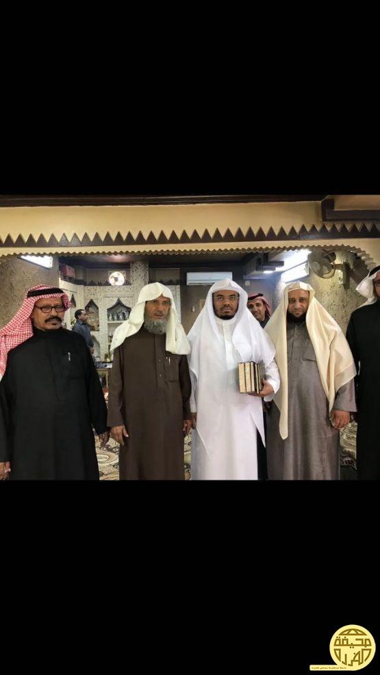 الشيخ عبيد الرعوجي يستضيف امام وخطيب الحرم