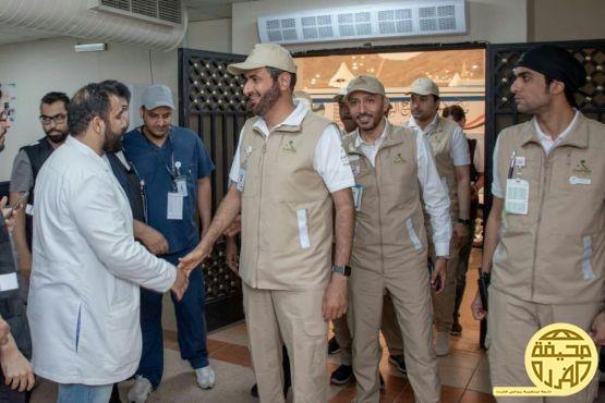 الدكتور احمد الفريدي في استقبال وزير الصحه