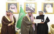 الرائد الدكتور محمد بن ناصر الوسوس يحظى بتكريم  امير منطقة القصيم
