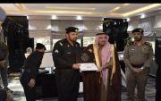 تكريم أمير منطقة القصيم للوكيل رقيب بدر بن ضيدان الفريدي لقاء جهوده في عمله
