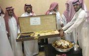 الشيخ ساير بن هديب يكرم الشاعر أحمد الطهيمي