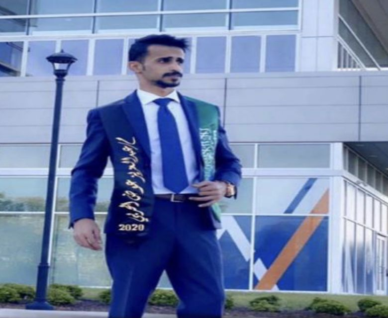 عبدالعزيز عوض الدغيشمي خريجًا