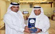 تكريم المهندس / عبدالعزيز بن مرزوق  بن حويان الفريدي من امين هيئة المهندسين بالرياض الدكتور حسين الفاضلي